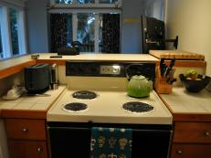 MR_Seattle-kitchen-oven-before_s4x3