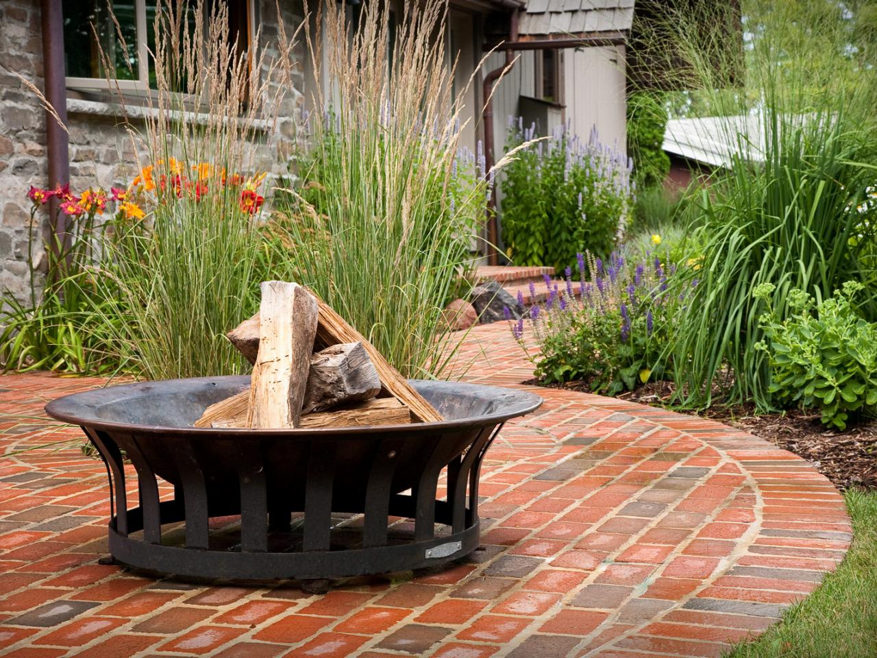 Petite and portable fire pit landscape designer james for Deco petit jardin exterieur