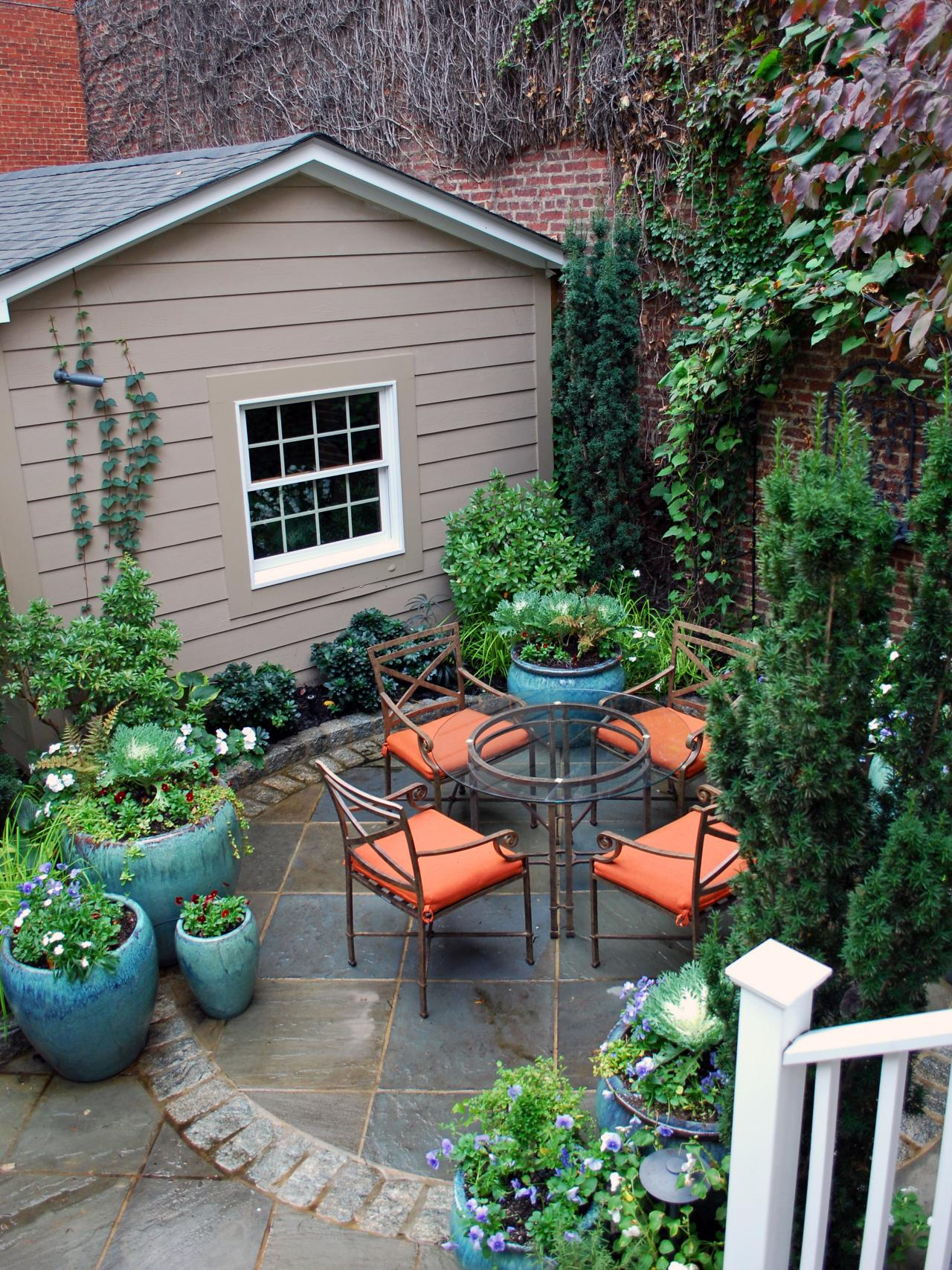 Optimize your small outdoor space hgtv for Small eating area ideas