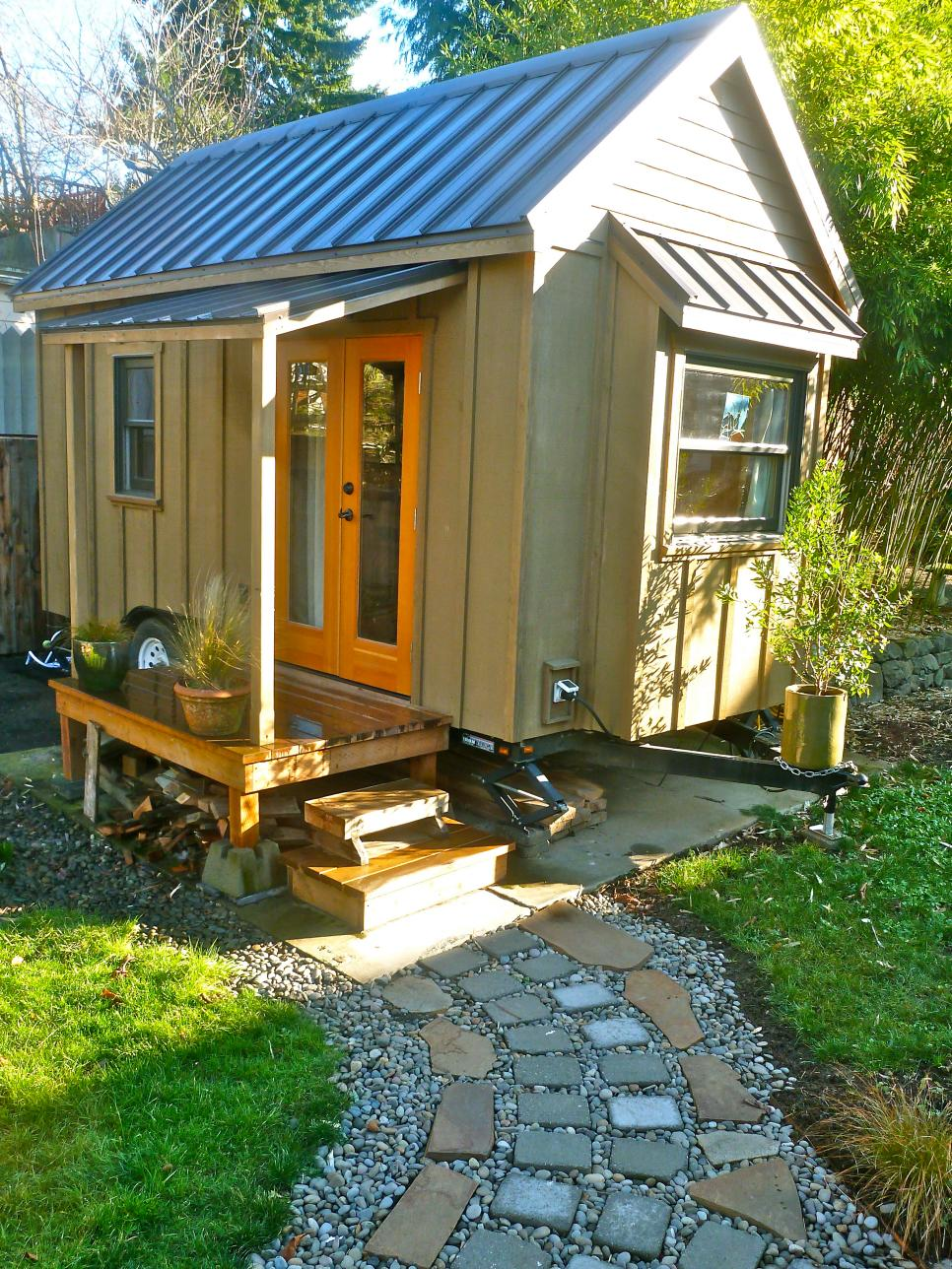 pictures of 10 extreme tiny homes from hgtv remodels hgtv - Tiny House Inside