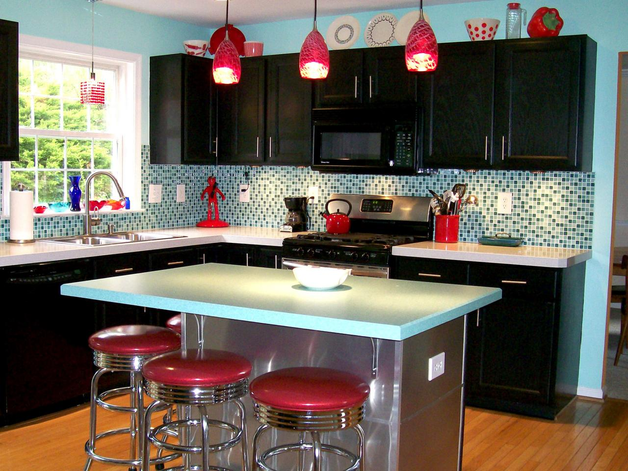 Kitchen Countertop Options Diy : retro blue and red kitchen has a formica kitchen island countertop ...