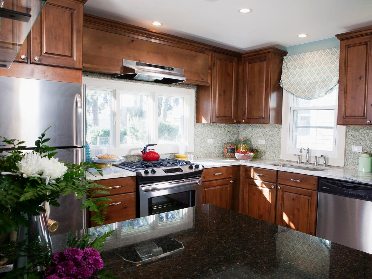 Formica countertops hgtv for Formica kitchen designs
