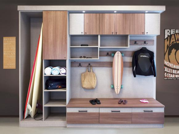 CI-California-Closets-modern-gray-mudroom-wall_s4x3