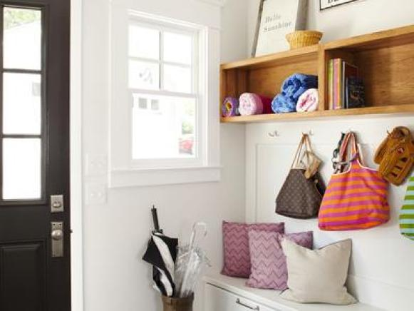 CI-TerraCotta-white-mudroom-entryway_s3x4