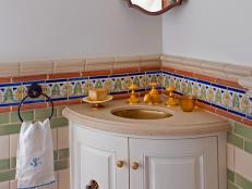 DP_Ashley-Astleford-Mediterranean-powder-room-niche_s4x3