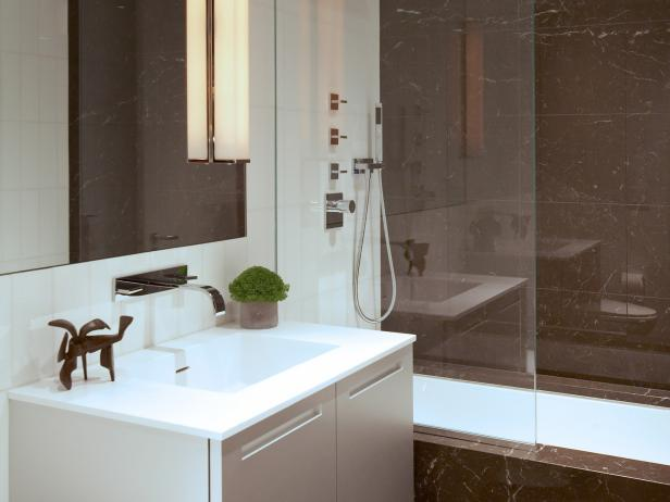European style bathrooms hgtv for Bathroom designs in kerala