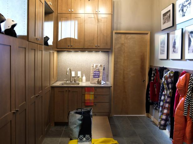 Mudroom locker with bench pictures options tips and for Room design 4x3