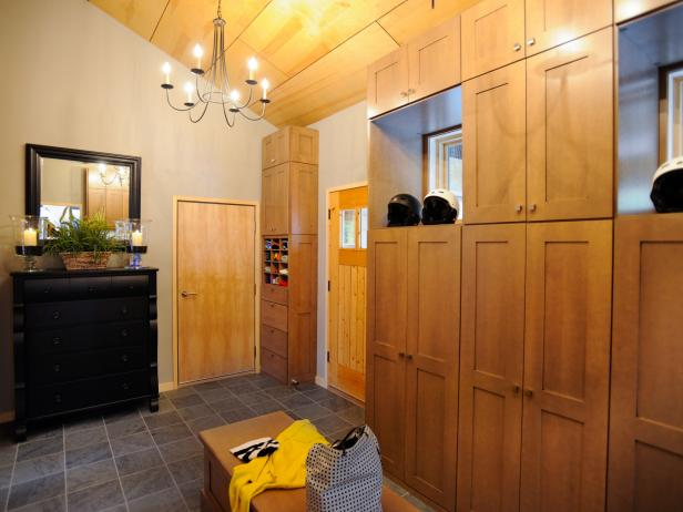 Mudroom furniture and storage pictures options tips and for Room design 4x3
