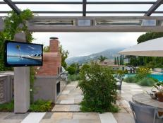 CEDIA-2013_IH35_integrated-home_backyard-patio-screen_4x3