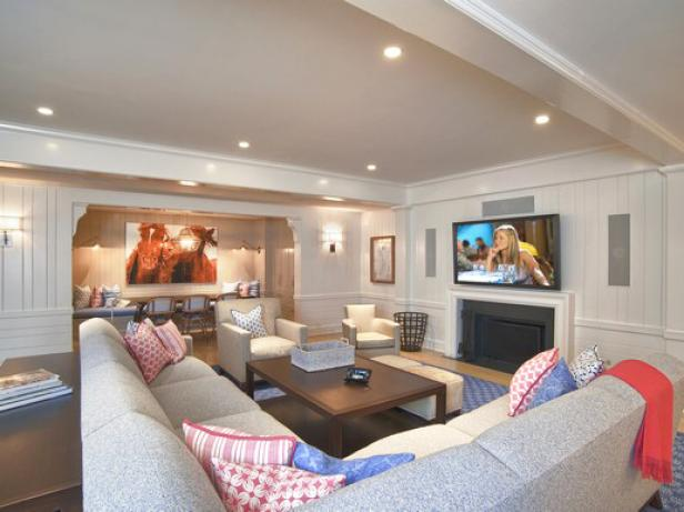 CI-Curve-Appeal-home-control-white-farmhouse-family-room_s4x3