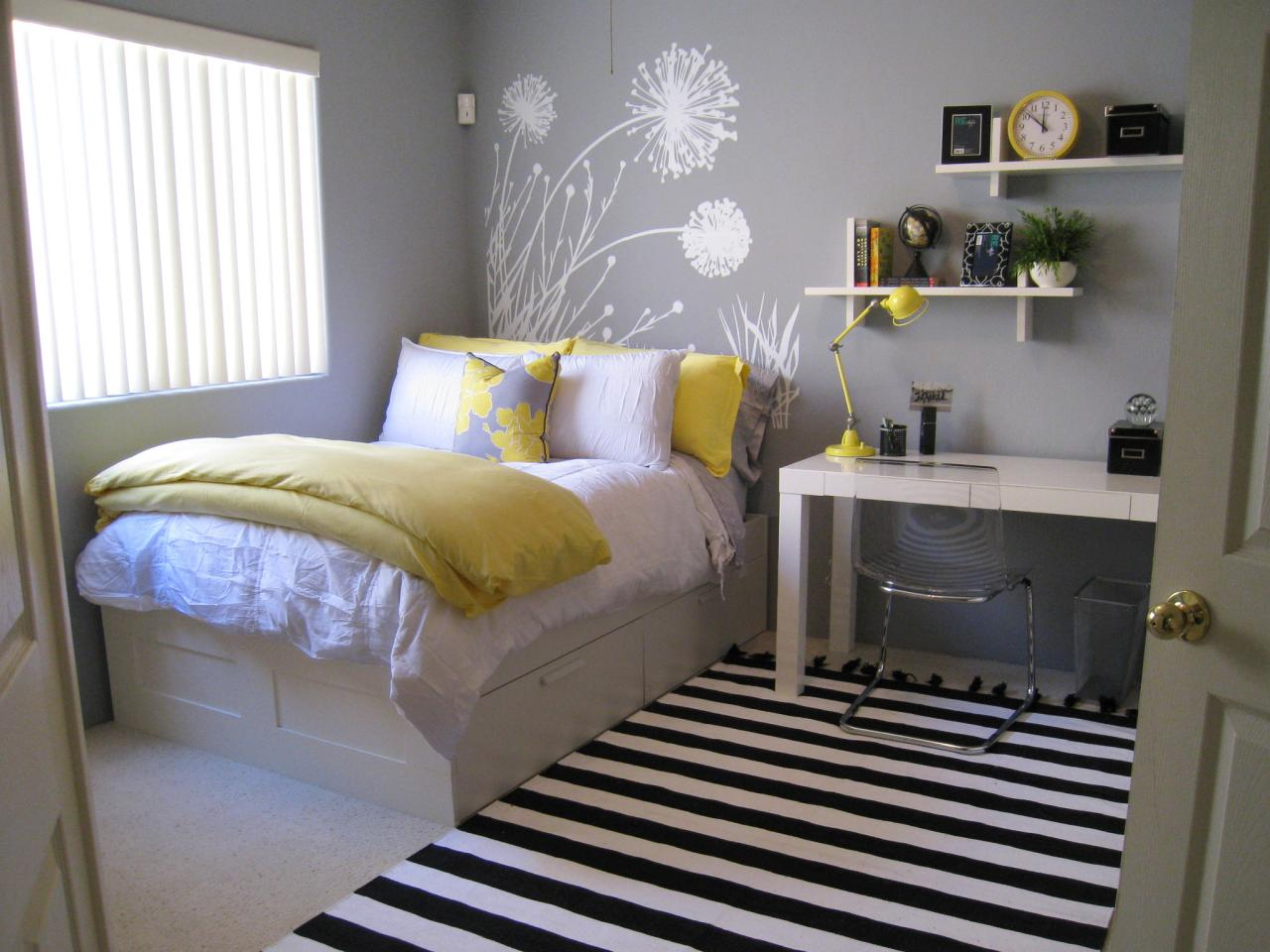 Bedroom colors yellow - Traditional Girl S Bedroom