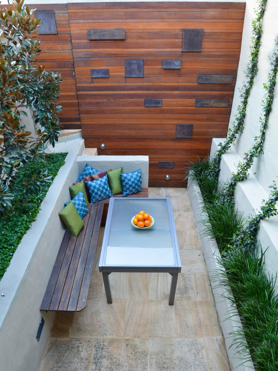 Pictures and tips for small patios hgtv for Patio decorating photos
