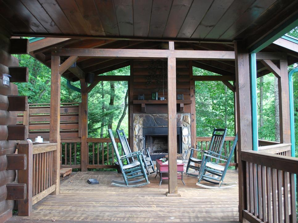 Designer 39 s deck gets a modern mountain makeover hgtv for Rustic covered decks