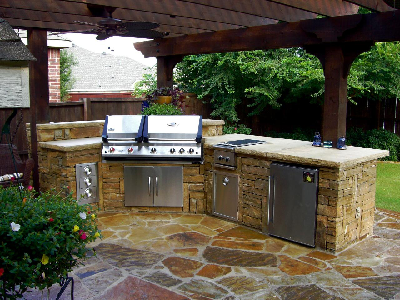 Small outdoor kitchen ideas pictures tips expert for Kitchen outdoor picture