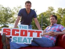 Ever wanted to ask Drew and Jonathan Scott a question? Some lucky fans got the chance as the little red couch hits Stamford, Conn.