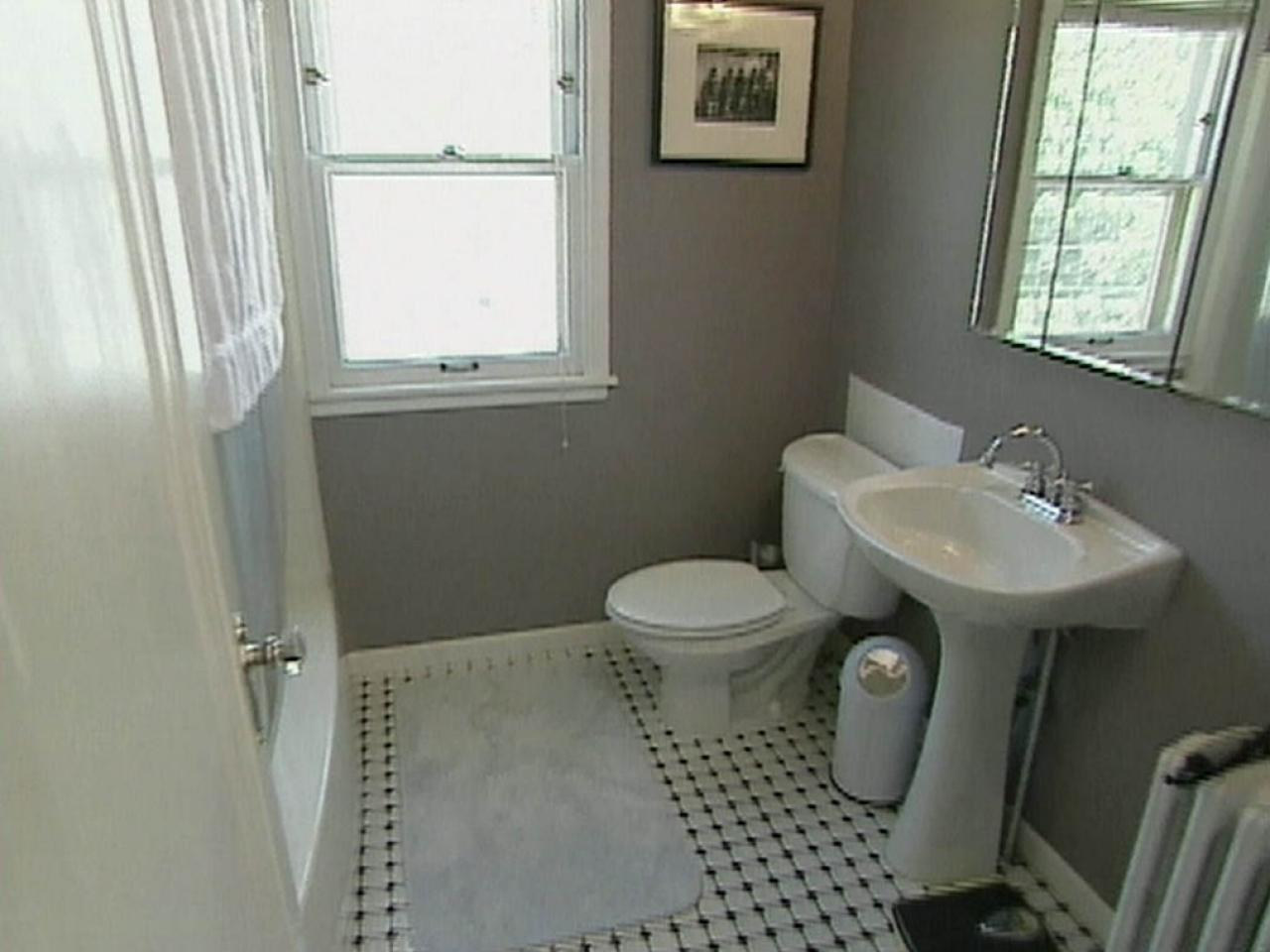 Retro bathroom hgtv for Retro bathroom designs