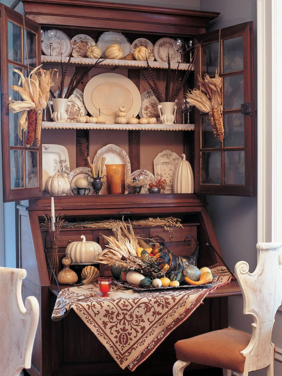 Traditional thanksgiving decorating ideas hgtv for Thanksgiving home ideas