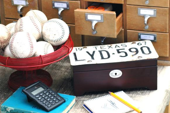 may05decnews_license_plate_box