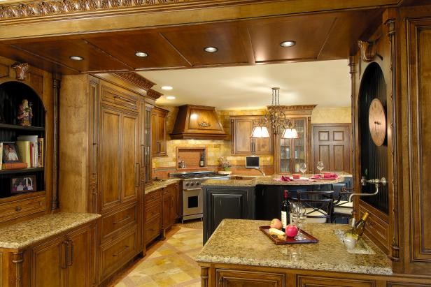 Gorgeous Mediterranean Kitchen With Neutral Granite Countertops