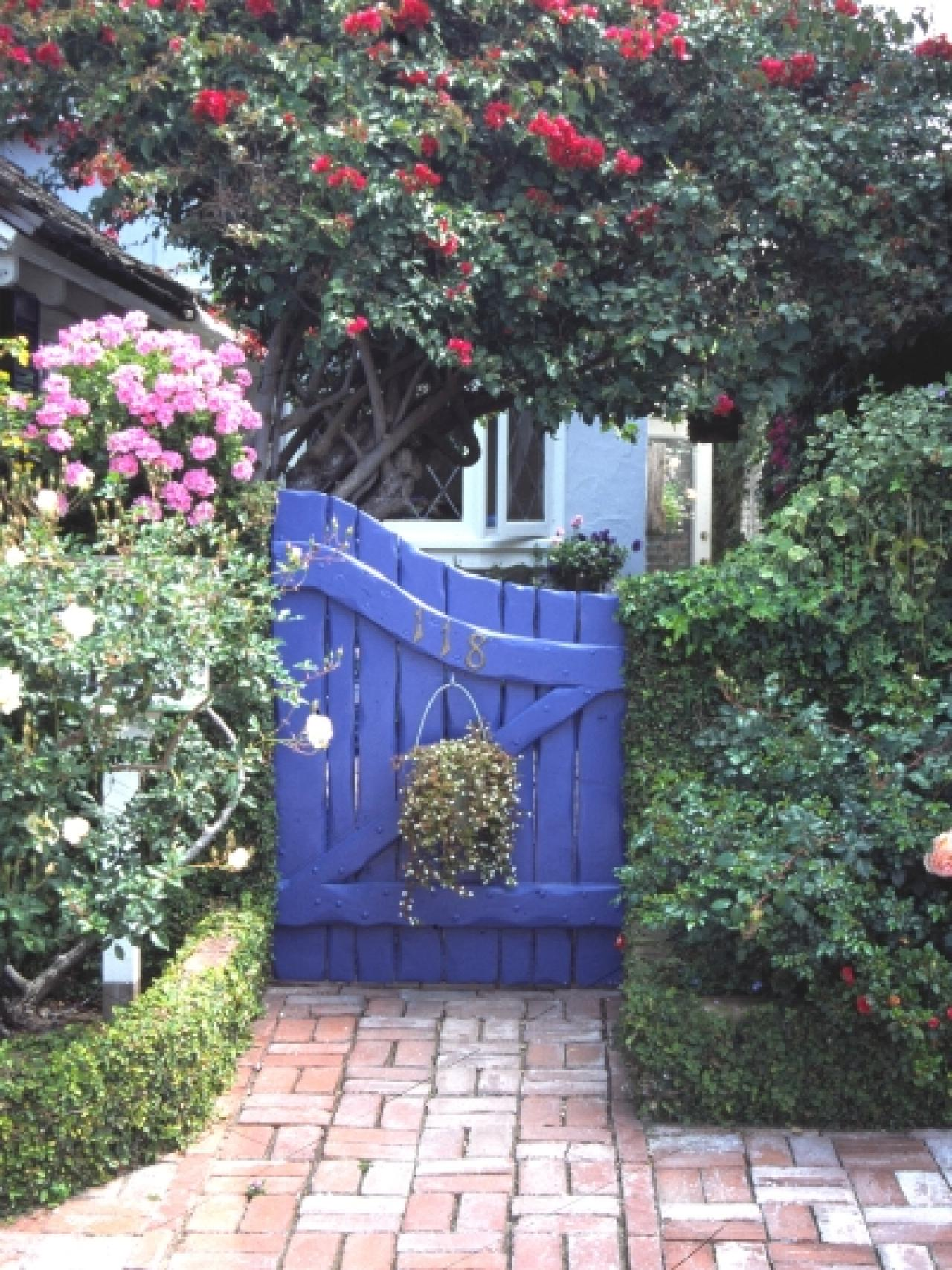 Garden gates for your home hgtv for Outdoor garden doors