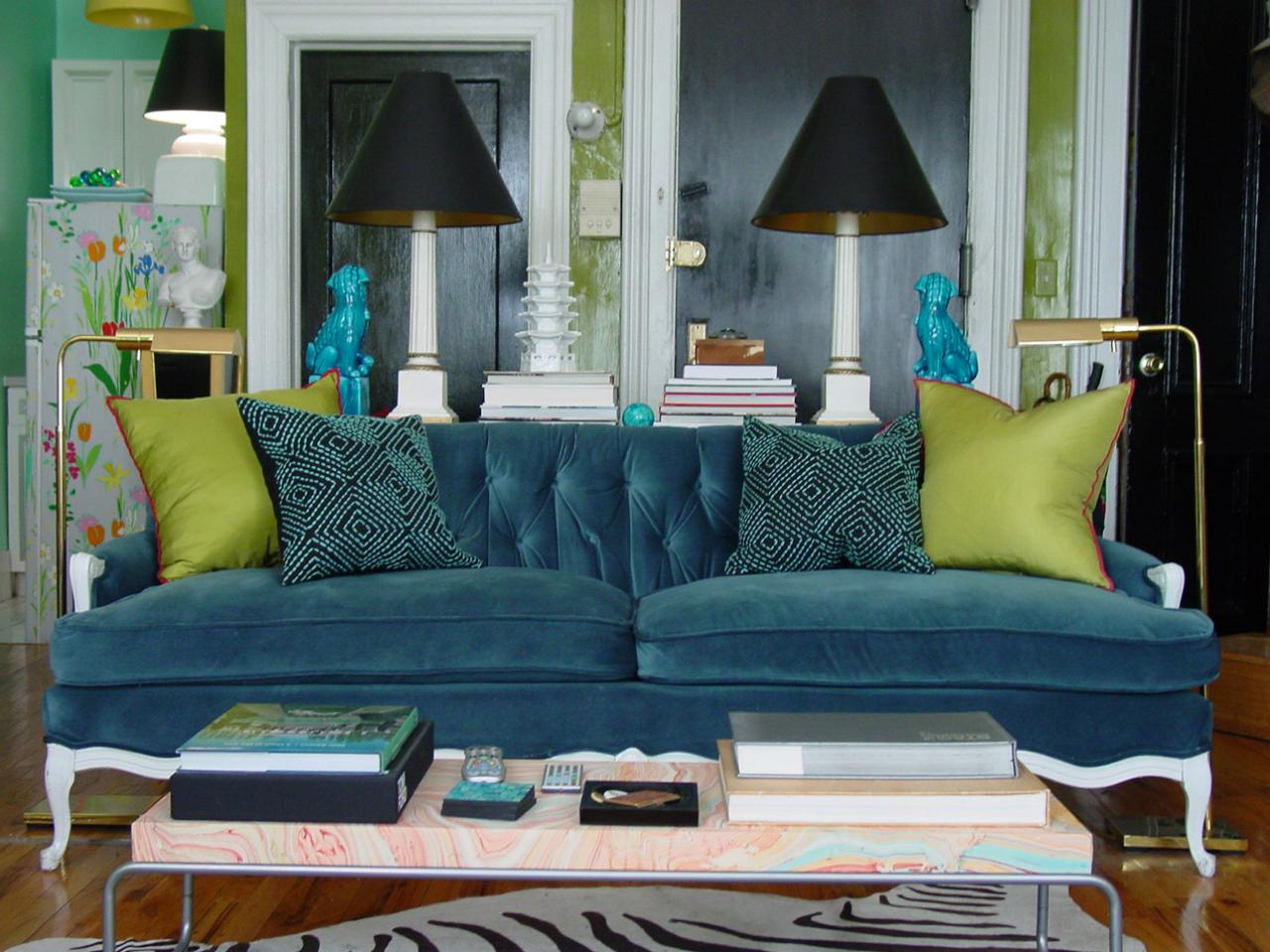 5 small room rules to break hgtv - Small space living room designs paint ...