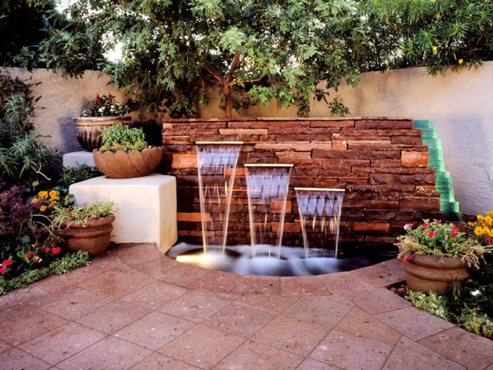 Your backyard design style finder hgtv for Yard designer