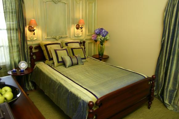 hccor-yellow-green-bedroom
