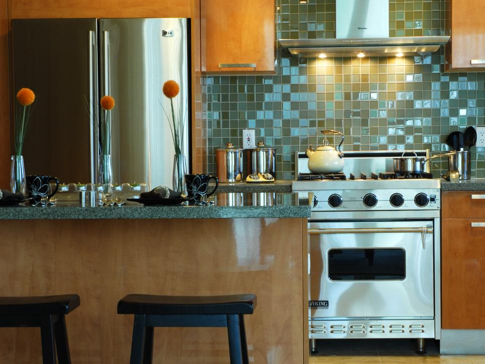 8 small kitchen design ideas to try hgtv for Small kitchen ideas