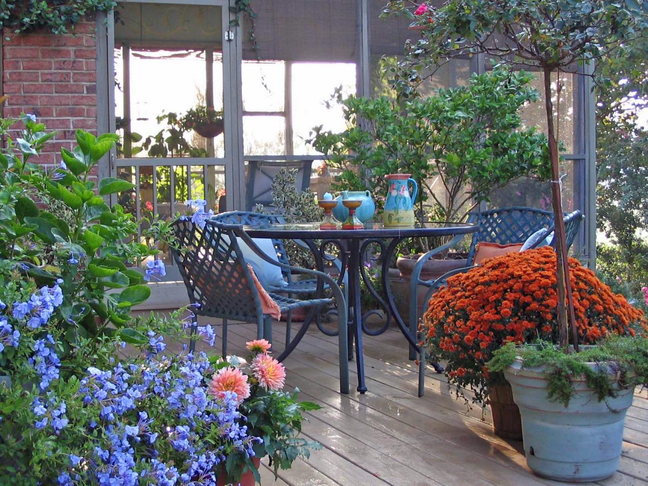 Decorating tips to warm winter decks hgtv for Patio decorating photos