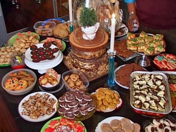 hfth1s08-angelo-table-cookies_s4x3