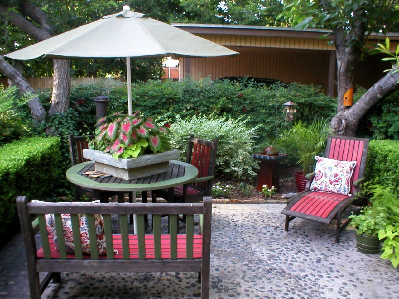 Quick chic outdoor decorating tips hgtv for Designs for garden rooms
