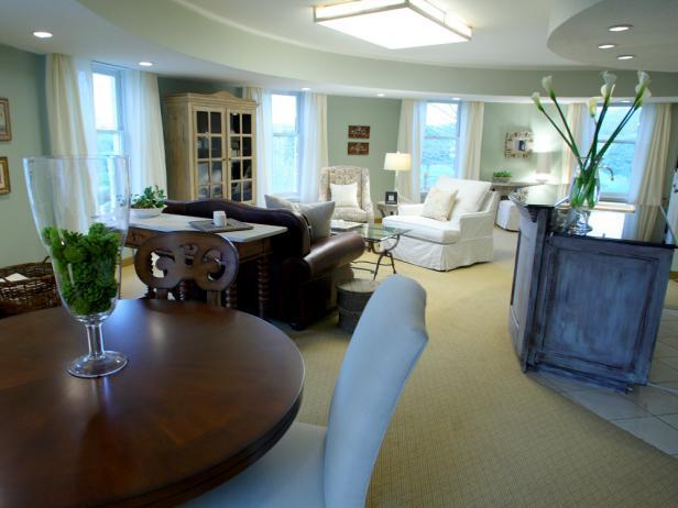 vt305-suite2-living-room-bar