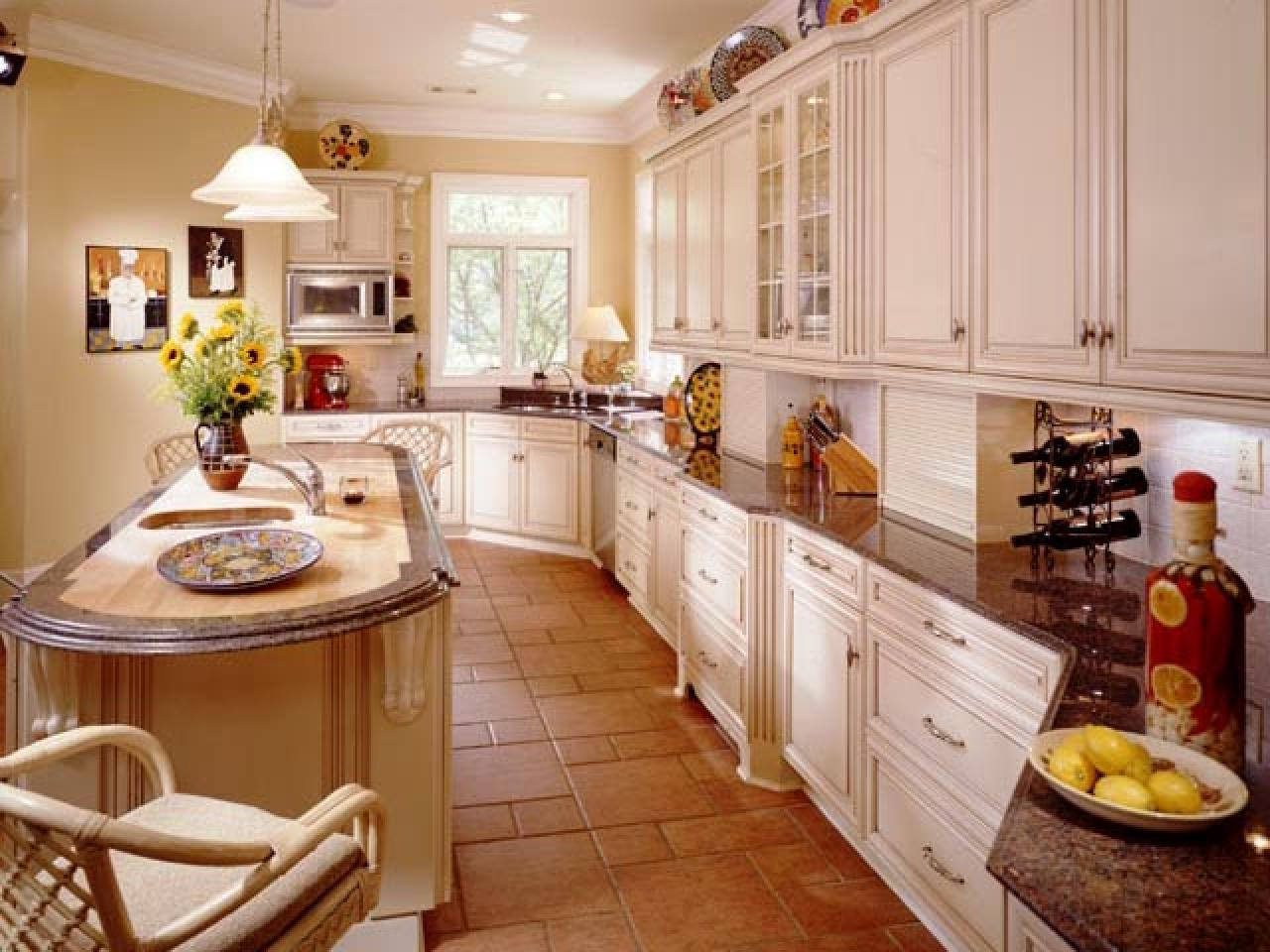 Guide to creating a traditional kitchen hgtv for Kitchen ideas long kitchen