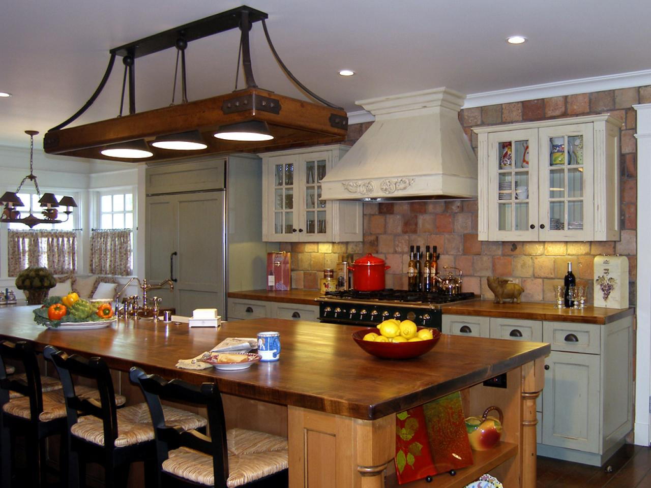 Guide to creating a traditional kitchen hgtv for Kitchen counter decor