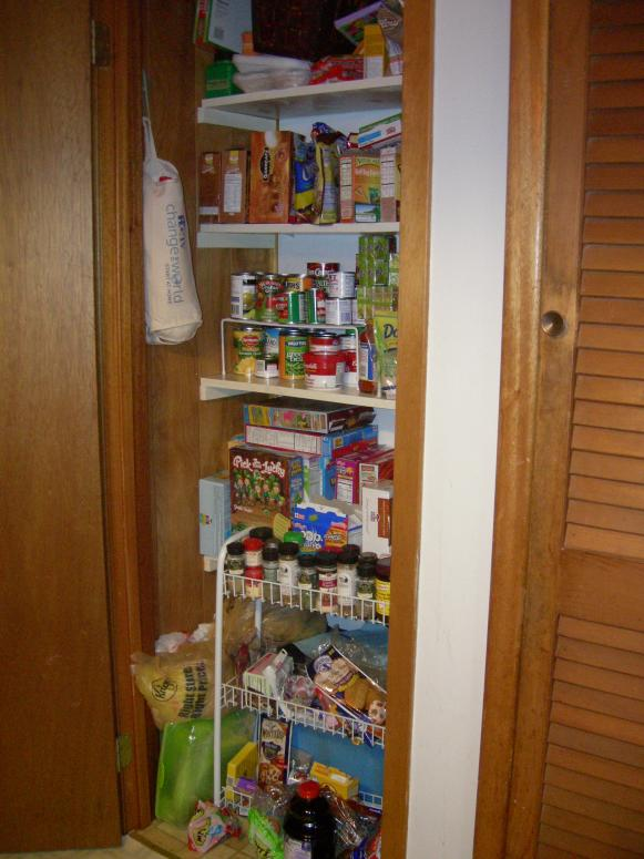 pantry-before1