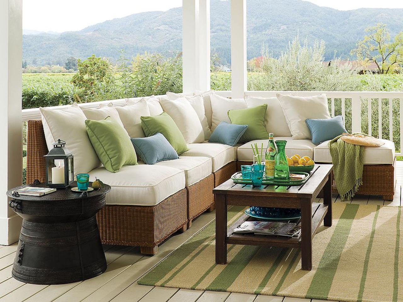 Mix and match outdoor accent pillows outdoor spaces Outside veranda designs