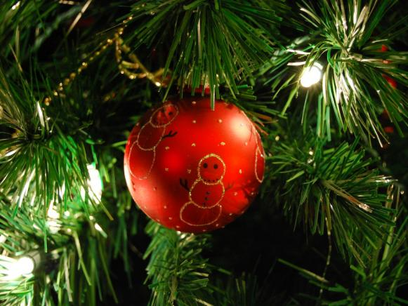 Get-Organized-Holidays_photo-tips-szymczak-ornament-tree_s4x3