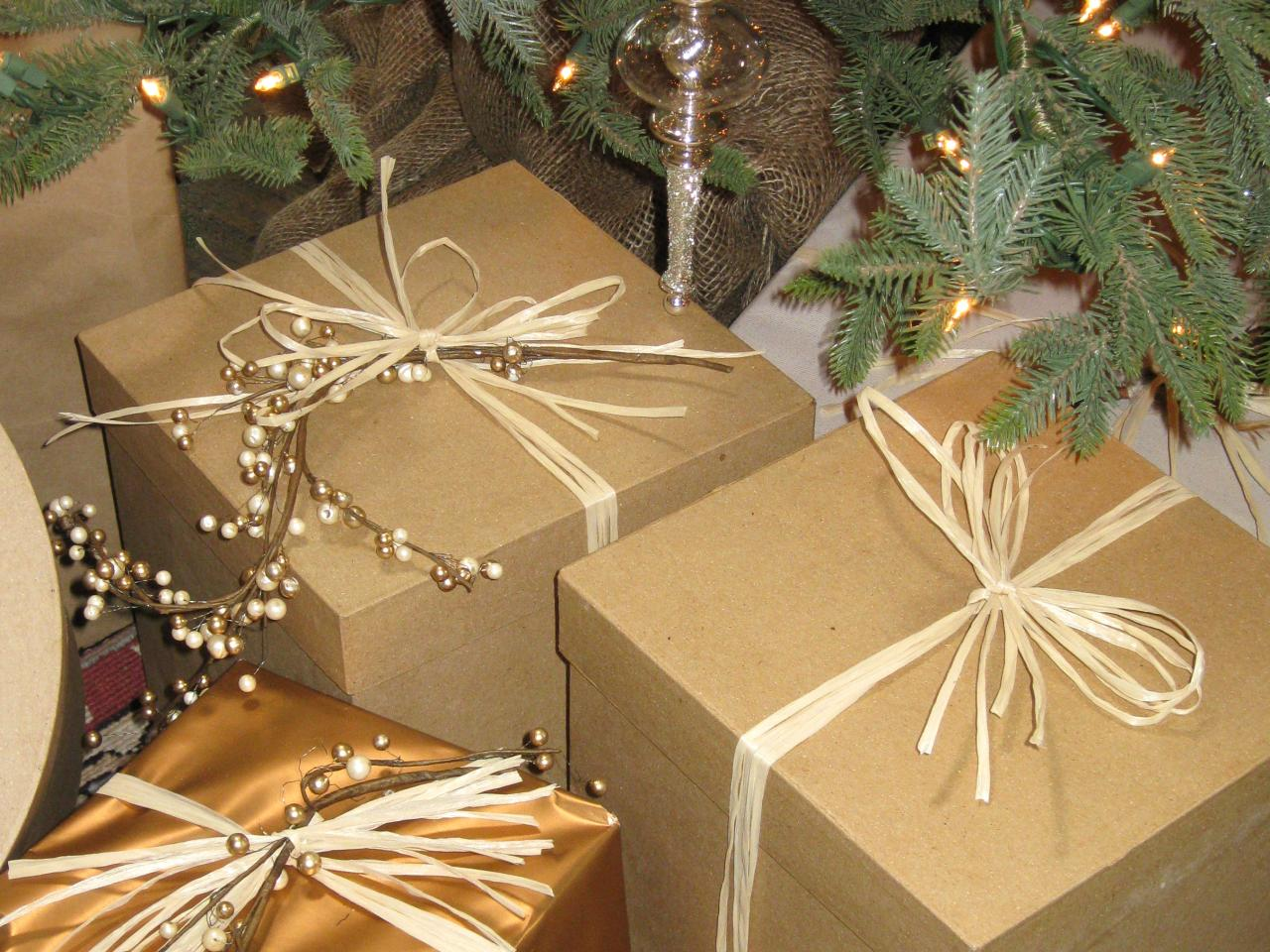 Gift wrapping ideas for a country holiday theme hgtv Country christmas gifts to make