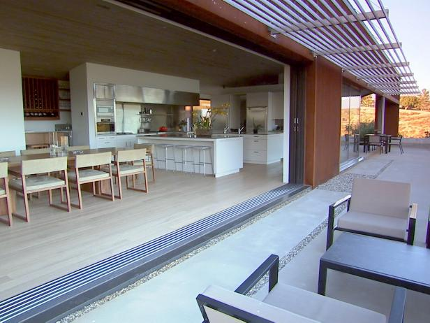 hhttn102_outdoor-living-dining_s4x3