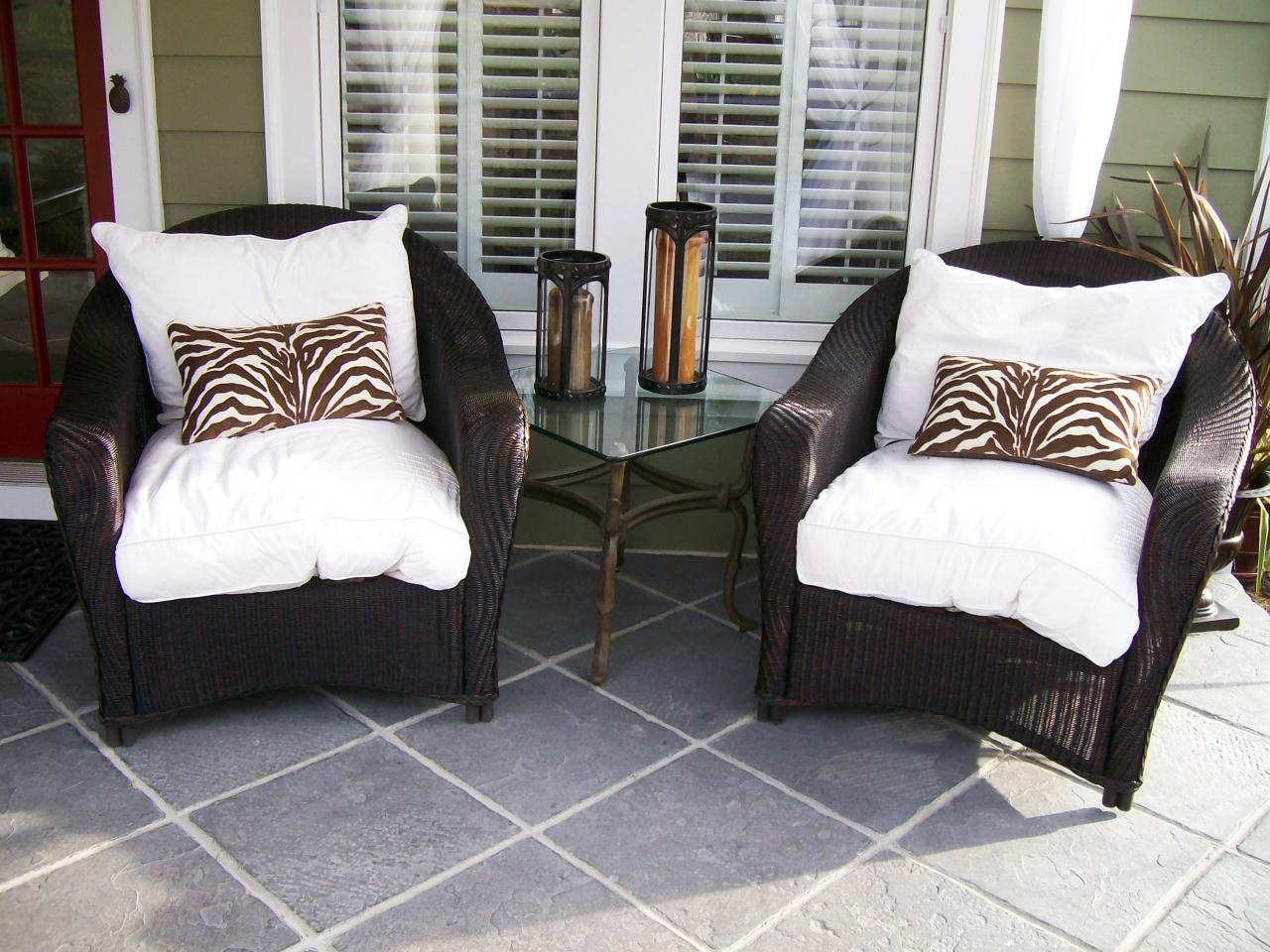 Photos hgtv for Outdoor furniture for small front porch
