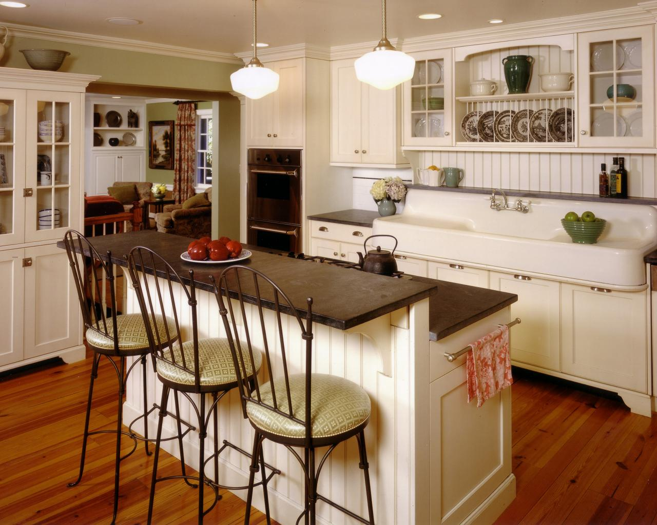 Country kitchen design pictures ideas tips from hgtv - Country style kitchen cabinets design ...