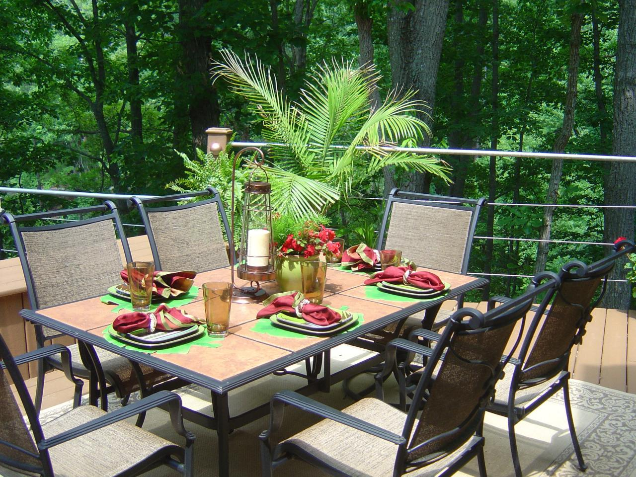 Outdoor entertaining tips for summer hgtv for Patio table centerpiece ideas