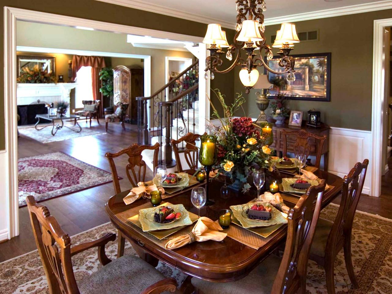 Photo page hgtv for Traditional dining room design
