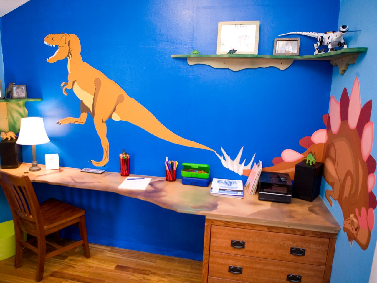 Candice 39 s design tips kids 39 room makeovers hgtv for Dinosaur bedroom ideas boys