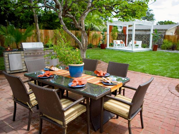 Backyard for Outdoor Dining