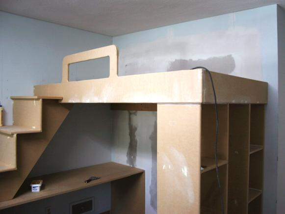 HDSWT607_Install-Loft-Bed_s4x3