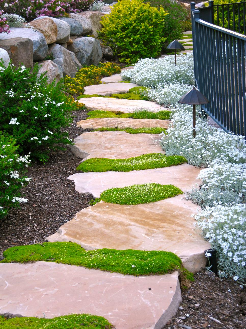 12 ideas for creating the perfect path hgtv for Camino de piedras para jardin