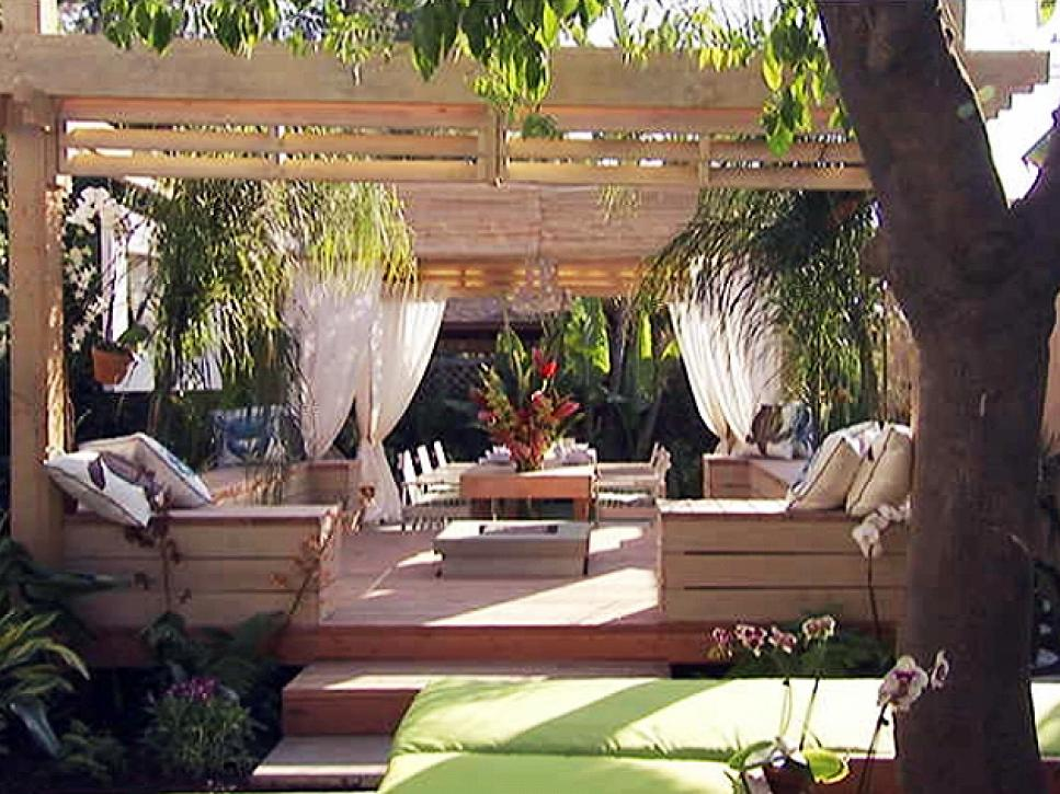 Outdoor rooms to warm the heart hgtv for Outdoor garden rooms