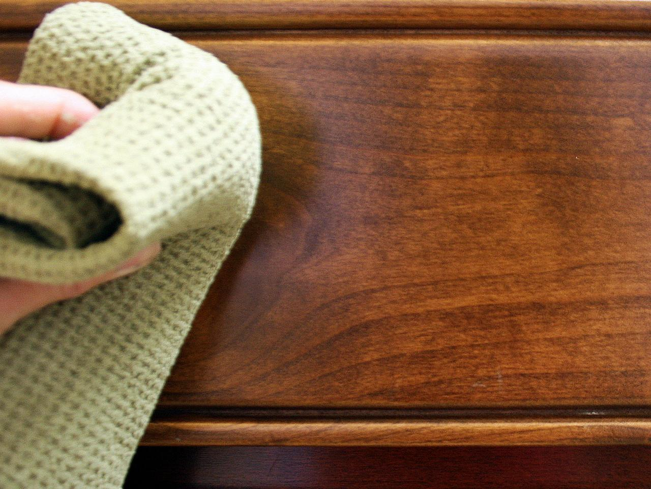 Cleaning the kitchen cabinets - How To Clean A Wood Kitchen Table