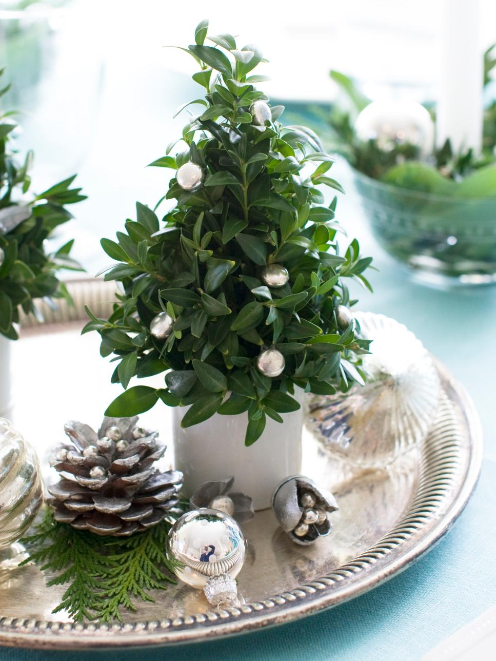 37 christmas centerpiece ideas hgtv Small christmas centerpieces